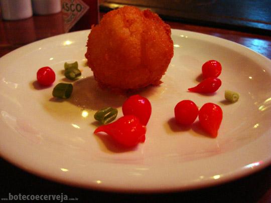 Dedo de Moça: Bolinho de Mandioca com Carne Seca.