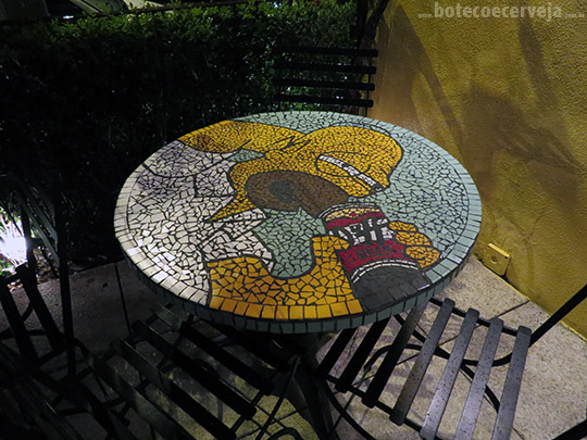Melograno: Mesa do Homer Simpsons.